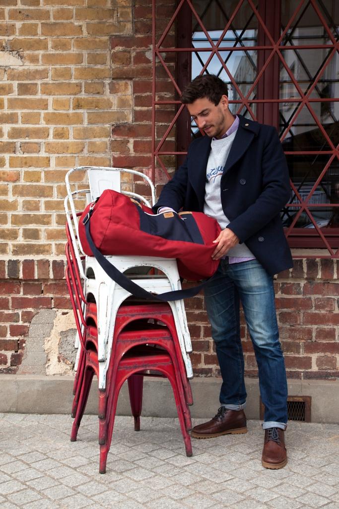 FAGUO-FW16-MAN-larchmid+bigduffle-1 chaises bordeaux